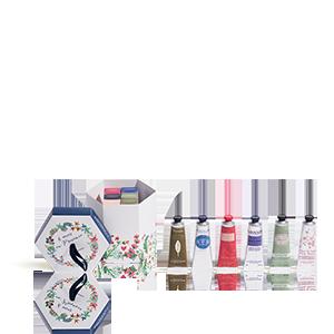 Box mit 6 Handcremes zur Pflege der Haut.