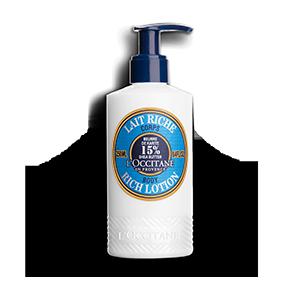 Die Reichhaltige Körpermilch wurde speziell zur Pflege trockener Haut entwickelt und beruhigt spannende Haut. Gönnen Sie sich einen Cocooning Moment