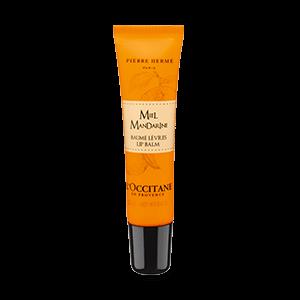 Honey Mandarin Lip Balm diperkaya dengan shea butter dan aroma madu & jeruk yang menghaluskan bibir.