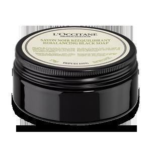 Aromachologie Rebalancing Black Soap, sabun olive oil soap yang melembapkan dan menghidrasi kulit.