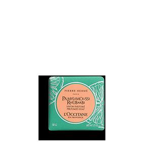 Grapefruit Rhubarb Perfumed Bar Soap dengan aroma citrus membersihkan kulit dan tubuh dengan lembut.