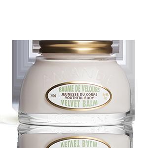 Balsamul de Corp cu Migdale, de la L'Occitane. O crema de corp care uniformizeaza culoarea pielii si catifileaza.