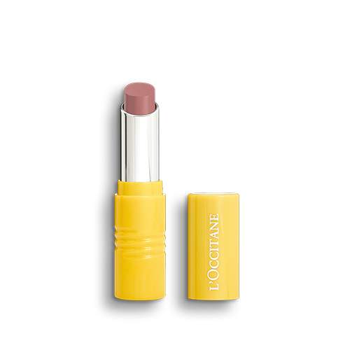 New Bare Pomegranate, an Intense lipstick created in Limited Edition by the famous Kuwait fashion and lifestyle influencer Yalda Golsharifi. Formulated with vegetable ingredients and without silicones for long-lasting comfort.