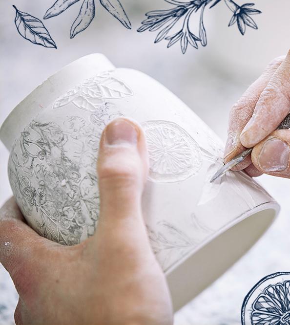 Nous avons fait appel à la Maison Bernardaud, fabriquant de porcelaine à Limoges, pour la conception de notre Diffuseur de Lumière.