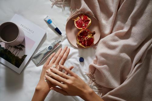 Kā iegūt skaistas rokas - Loccitane