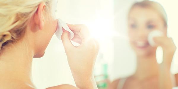 乾燥肌改善のためのスキンケアの方法とは?