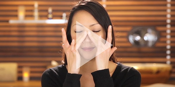 Caring for sensitive under eye skin - Video eye massage - L'Occitane