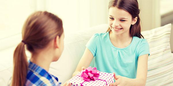 誕生日プレゼントの相場は?