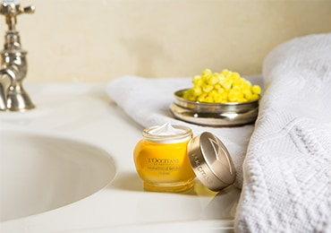 L'Occitane Immortelle Divine Secret facial