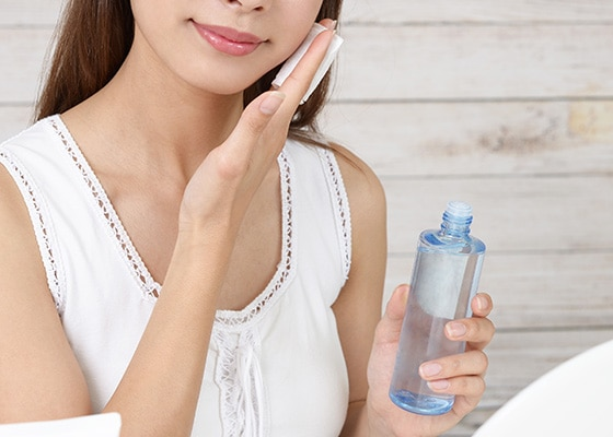 乾燥肌を改善する化粧水の使い方