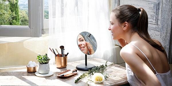Repair after summer - Watch our eye massage tutorial - L'Occitane