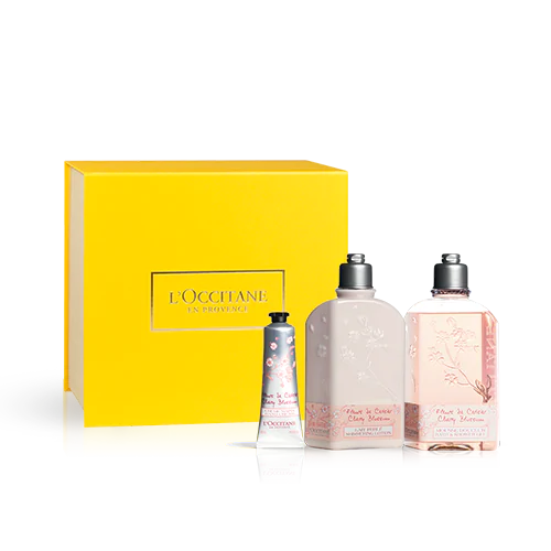 Las notas florales y afrutadas de las Flores de Cerezo envuelven tu cuerpo con los productos de este kit