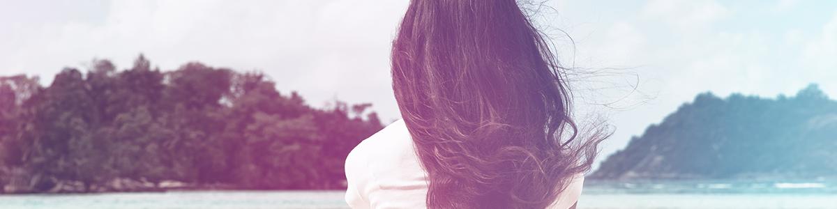 ダメージを受けやすい夏の髪に!熱から守る「ヘアミスト」の使い方