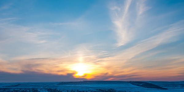 冬の寒空から降り注ぐ紫外線の量とは?