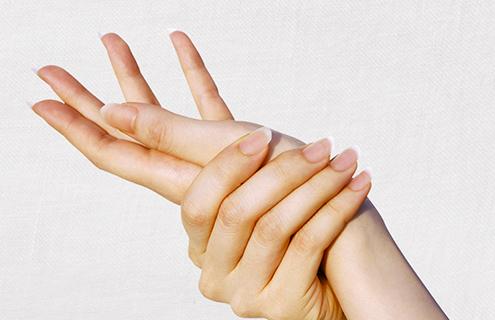Massagem nas mãos