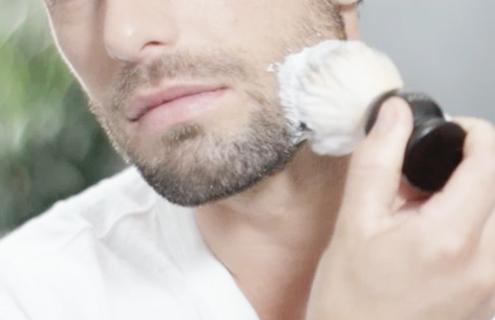 Por que usar um pincel para barbear?