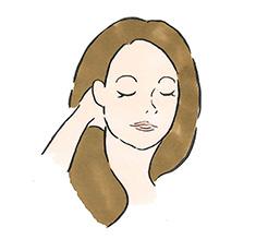 うなじから頭頂部に向かって、指の腹を使い、軽く頭皮をマッサージ