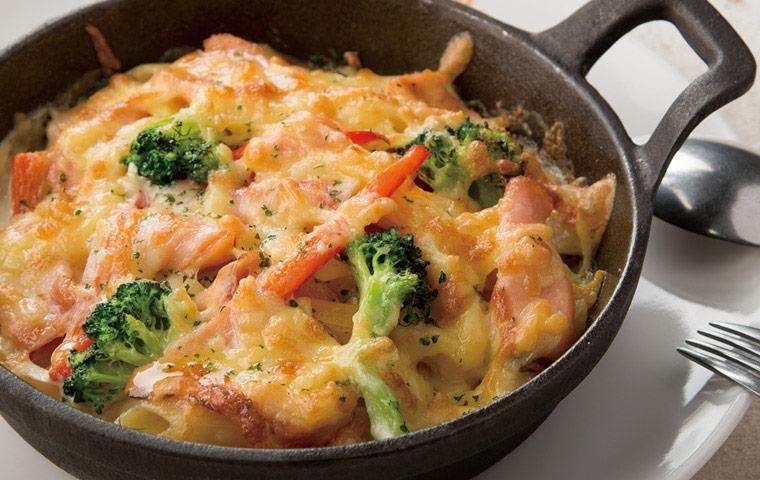 奶油青蔬燻鮭魚焗烤麵