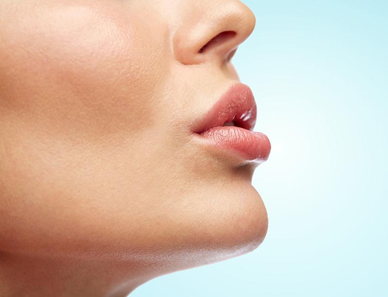 正しいリップケアで魅力的なプルプル唇に