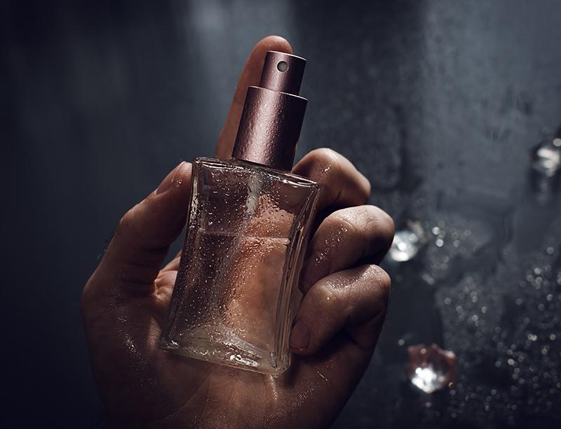 香水を付けるタイミングと量