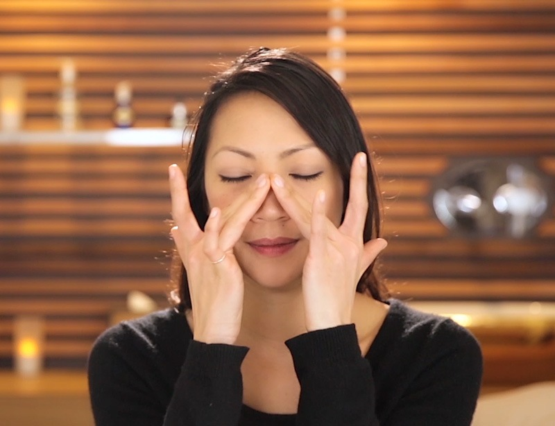 A massage ritual to stimulate the eyes