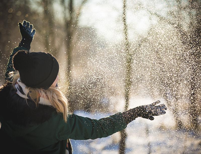 冬の乾燥した空気が乾燥肌とかゆみを引き起こす