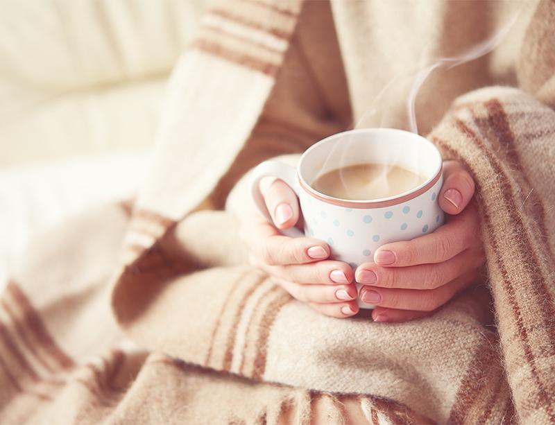 体を冷やす飲み物はNG。温かいお茶や常温のお水を