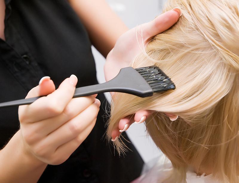 カラーリングが髪のダメージ原因になる理由とは?