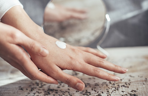 夏の手肌を守る「夏×ハンドクリーム」の重要性