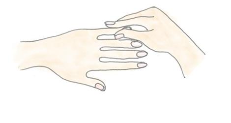 指1本1本を、指先に向かってマッサージ。